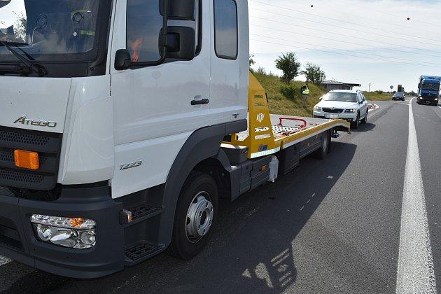 Nehoda se obešla bez zranění, střet se podepsal téměř jen na osobním voze.