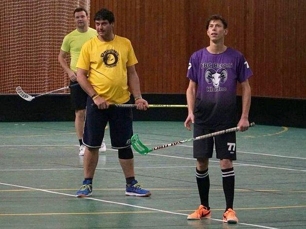 Jan Beran (vpravo) ve florbalovém dresu