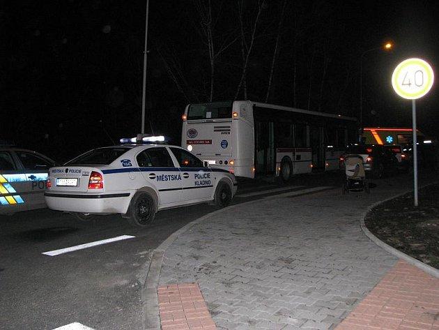 Ve Vášíčkově ulici zasahovalo několik hlídek státní i městské policie a záchranná služba.