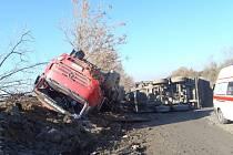 Nehoda nákladního vozidla na R6 uzavřela silnici na několik hodin
