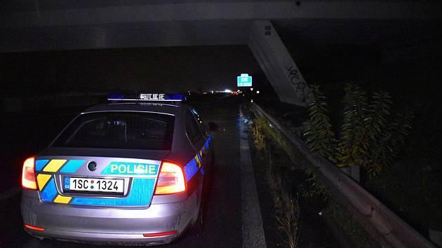 Policisté částečně uzavřeli silnici R6.