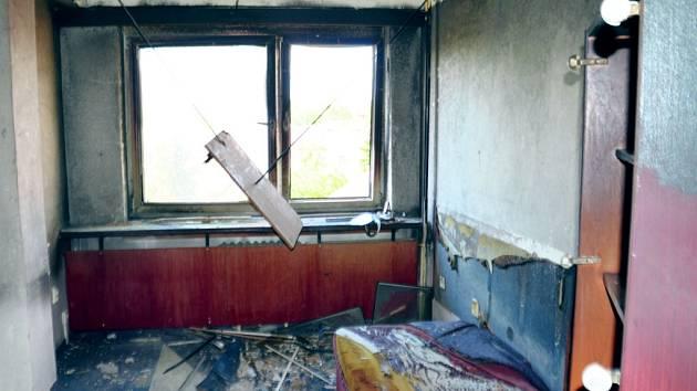 Pokoj v hotelové ubytovně Atlas po pondělním požáru.