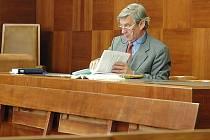 Obžalovaná se k jednání odvolacího soudu nedostavila. Zastupoval ji pouze advokát František Buriánek.