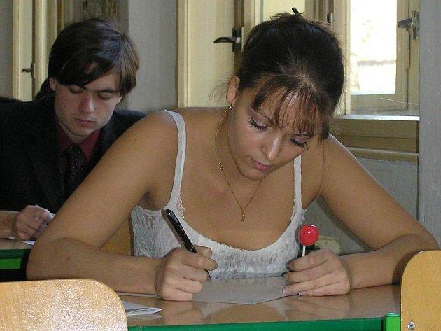První krok ke splnění závěrečné zkoušky už mají studenti kladenského gymnázia za sebou. Teď se chystají na svatý týden.