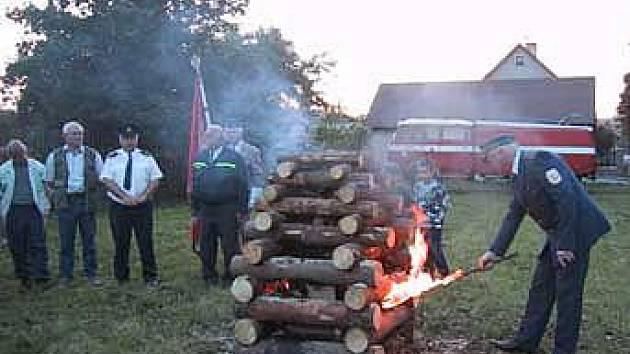 Zapálení Masarykovy vatry.