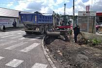 V úterý 18. května začala oprava cyklostezky a přilehlého prostranství na jižní straně ulice Železničářů v Kladně.