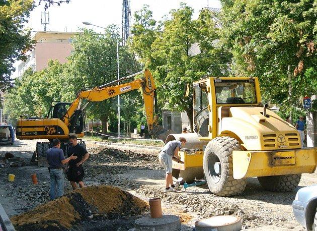 Ulice J. Palacha v Kladně je nyní neprůjezdná.