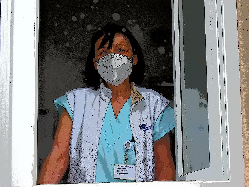 Sestra Zuzana pracuje ve slánské nemocnici přes čtyřicet let. Covid už také o Vánocích prodělala.