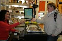 Návštěvníci DVD půjčoven a sportovní fanoušci  jsou jedni z mála, kterým se zdražování prozatím vyhnulo.