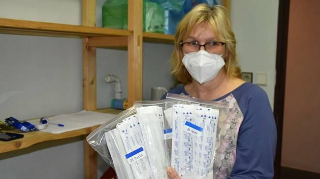 Výdej antigenních testů pro školy v Kladně v budově úřadu na náměstí 17. listopadu.