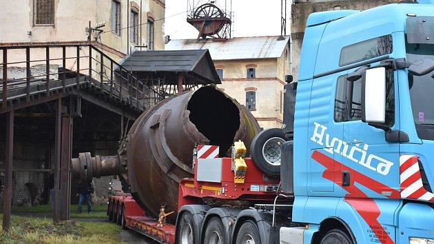 Náročná přeprava Thomasova konvertoru