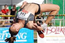 Sedmá výškařka letošních světových tabulek Oksana Okunyeva míří na mítink do Kladna.