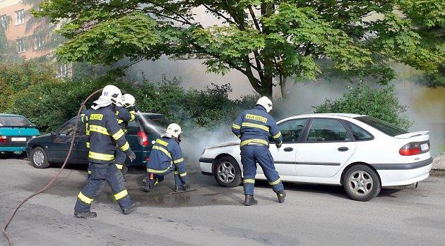 Oheň způsobil na vozidle škodu třicet tisíc korun.