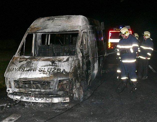 Požár dodávky u Ješína.