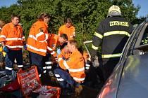 Řidička osobního vozidla byla se středně těžkými zraněními převezena do kladenské nemocnice.