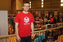Hlavním organizátorem druhého ročníku Kladenského festivalu her - Herní čas, který se koná v kině Sokol, je Tomáš Helmích z místní herny Herní prostor.
