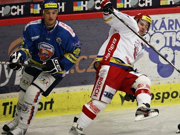 David Kuchejda (vpravo) už od libora Procházky dostane ránu maximálně na tréninku.