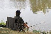 Největší chycenou rybou se nakonec stal asi sto dvacet centimetrů dlouhý jeseter.