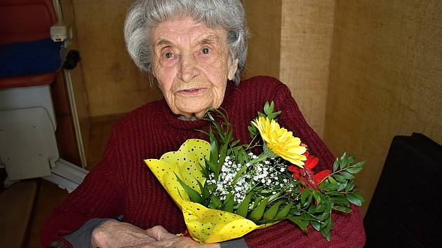 Jubilantka Jaroslava Skleničková z Lidic slaví 95. narozeniny.
