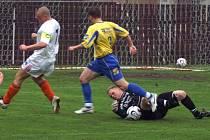 Miroslav Stuchlý (vlevo) se herně trápí, jeho Tuchlovice ale v Milíně bod uhrály.