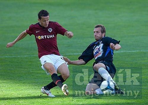 Sparta - Kladno 2:0. Žofčáka atakuje Procházka