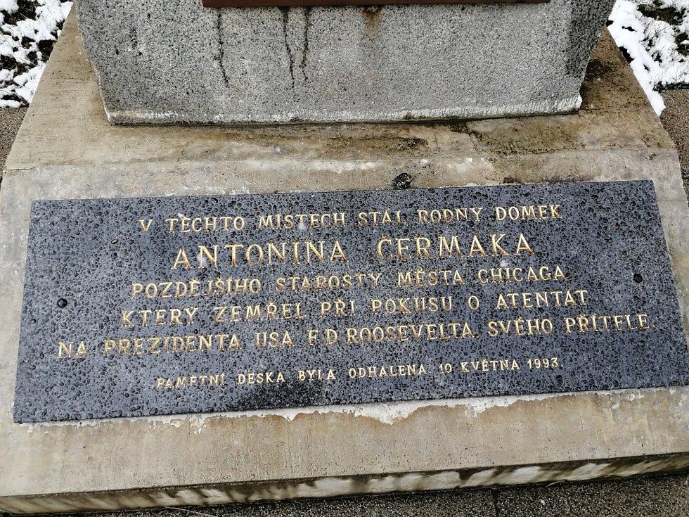 Pomník Antonína Čermáka v Kladně v ulici ČSA naproti kladenské nemocnici.