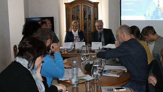 Středeční tisková konference s primátorem Kladna Danem Jiránkem a dalšími představiteli města v prostorách Kladenského zámku.