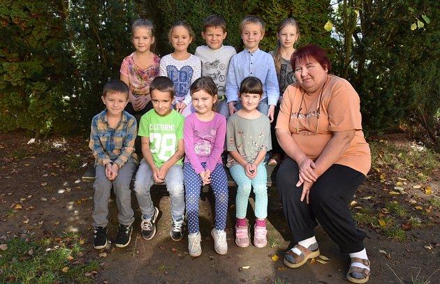 Prvňáčci ze Základní školy Otvovice pod vedením učitelky Hany Kohoutové.