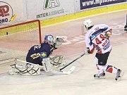 Rytíři Kladno - HC Pardubice, 49. kolo ELH 2011-12, hráné 17.2.12. Kolář proměnil nařízené trestné střílení a srovnal na 3 : 3