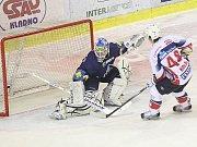 Rytíři Kladno - HC Pardubice, 49. kolo ELH 2011-12, hráné 17.2.12. Rozhodující nájezd dal Jan Kolář