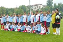 Fotbalová družstva přípravek SK Doksy (v bílých dresech) sehrála přátelská utkání s mládežnickými týmy  místního A.C. Ledrense.