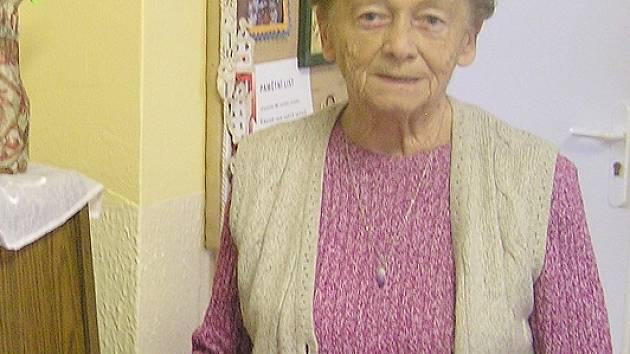 Nejstarší členka  Klubu tvořivých rukou Ludmila Šťastná  oslaví v příštím  roce pětaosmdesáté narozeniny. Přesto zvládá i ty nejdrobnější výtvory bez brýlí.