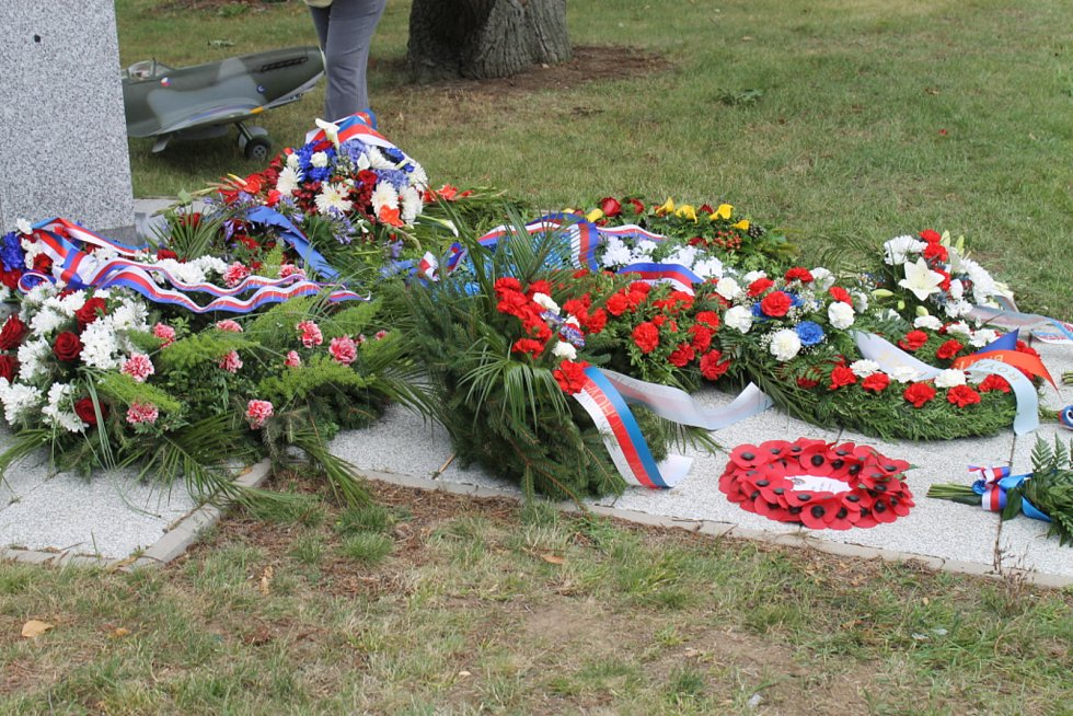 Na ruzyňském letišti si připomněli návrat československých pilotů.