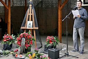 Z rozloučení s Václavem Fikrlem v zahradě Kladenského divadélka.