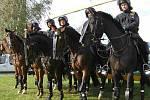 Při manifestaci nechyběly tentokrát ani desítky policistů, včetně těch na koních