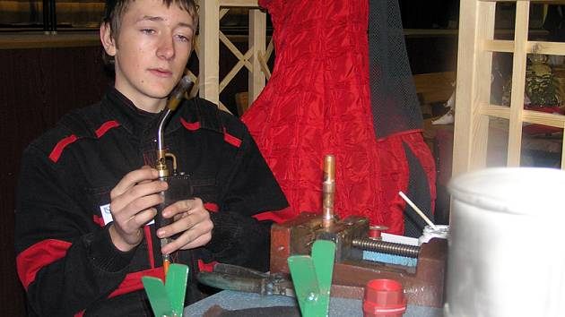 V Domě kultury v Kladně na Sítné se od čtvrtka do neděle prezentují všechny střední odborné školy technického zaměření a odborná učiliště okresu. Představí se tu i přední zaměstnavatelé.