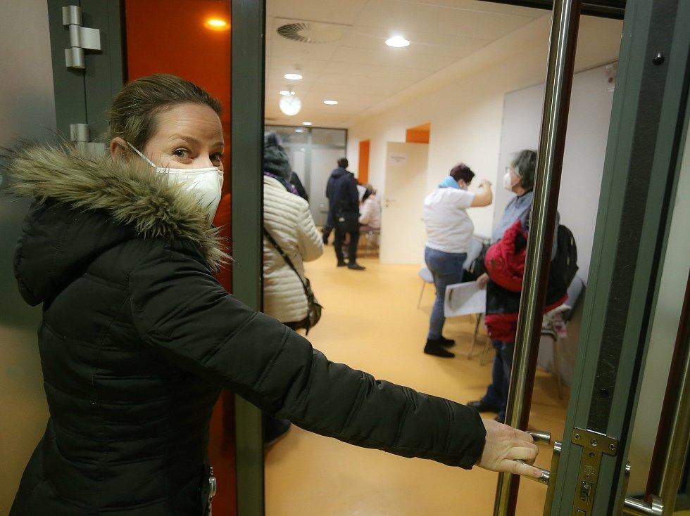 Očkování proti covid-19 vakcínou firmy Pfizer v Oblastní nemocnici Kladno.