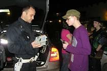 Kontrolní dechovu zkoušku musel absolvovat každý, komu ještě nebylo 18 let a byl se v pátek večer bavit v jednom ze sedmi podniků v Kladně, které kontrolovala policie.