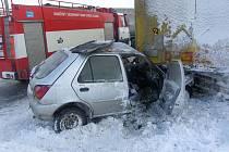 Osobní automobil začal za jízdy hořet.