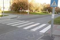 Na několika místech v Unhoťské ulici v Kladně jsou opět zebry.