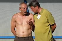 Vpravo trenér Velké Dobré Vlastimil Hrubý // FC Čechie Velká Dobrá - FK Chmel Mutějovice 4:0 (2:0), utkání I.B tř., hráno 21.8.2010