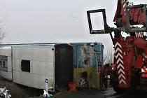 Loňská nehoda autobusu s dětmi u Panenské Týnce si vyžádala řadu více tři desítky zraněných.