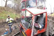 Nehoda u Stochova. Srážka vlaku s multikárou