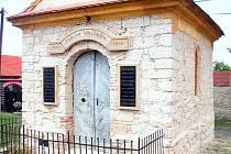 Kaple sv. Cyrila a Metoděje ve Velké Bučině dostává nový kabát.