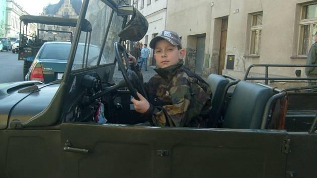 Slánská Wilsonova třída se vsobotu stala tradičním dostaveníčkem příznivců historických vojenských vozidel zII. světové války.
