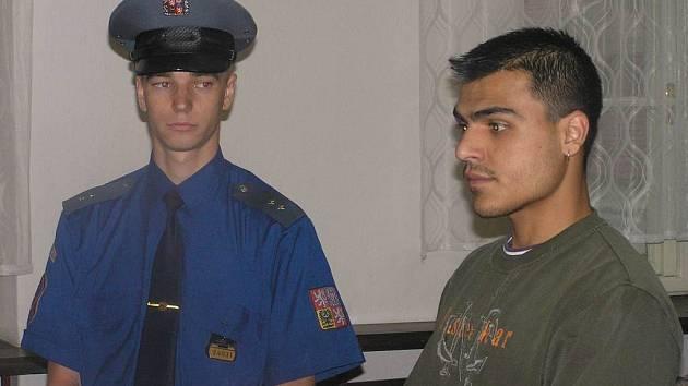 Josef Lukáč (vpravo) by měl za ublížení na zdraví s následkem smrti a neoprávněné užívání cizí věci strávit pět let ve vězení. Proto rozsudku se odvolal, případ tak nekončí.