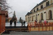 Veřejné bruslení je v Kladně i na náměstí.