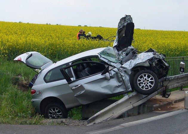 Vážná dopravní nehoda na silnici ze Slaného do Tuřan.