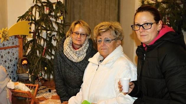 Slavnostně byl rozsvícen vánoční strom a osvětlení města Slaného.