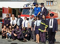 Nastoupený Sbor dobrovolných hasičů v Brandýsku v plné parádě